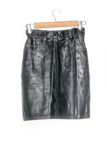 Falda negra a la cintura